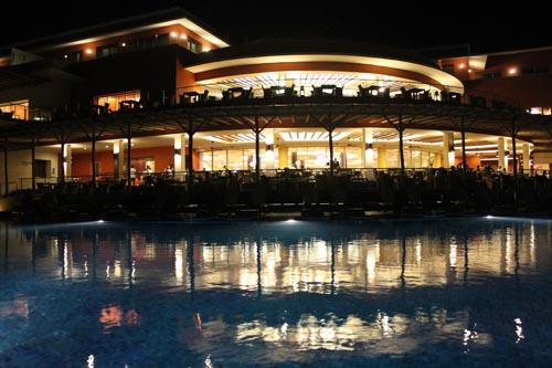 Ресторан отеля Barcelo Bavaro Beach вечером