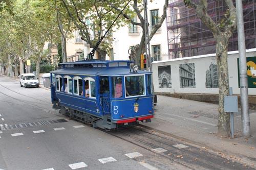 Старинный трамвай в барселоне