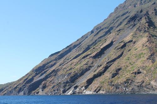 Потоки заставшей лавы на Стромболи