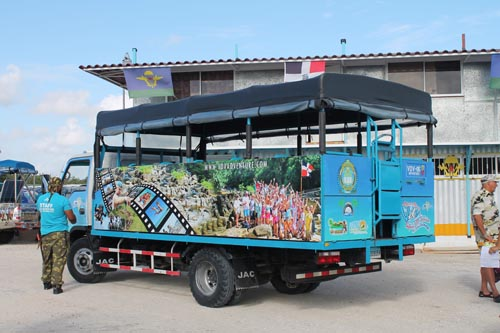 Грузовик на экскурсии ВДВ-сафари