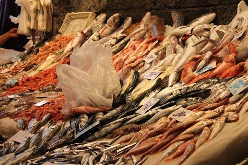 Прилавок рыбного рынка