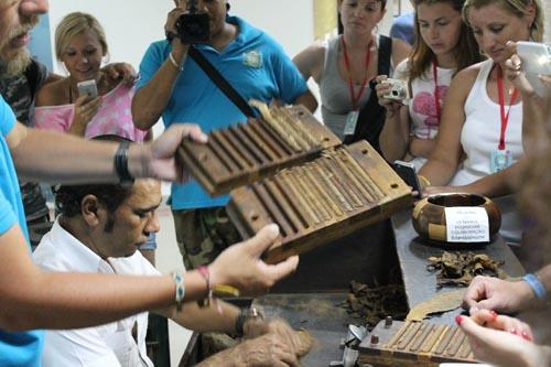 Изготовление сигар в Доминикане