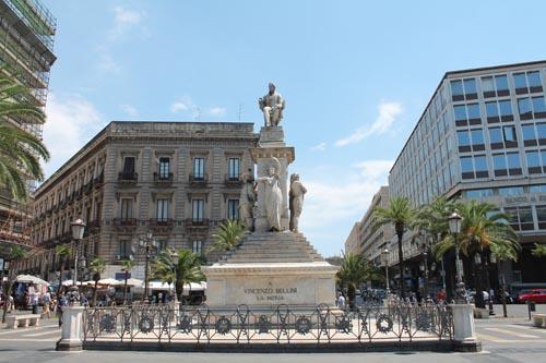 Памятник Беллини