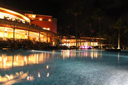 Отель Barcelo Bavaro Beach ночью