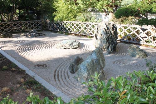 Сад камней в Монако