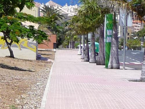 Остановка общественного транспорта на Тенерифе