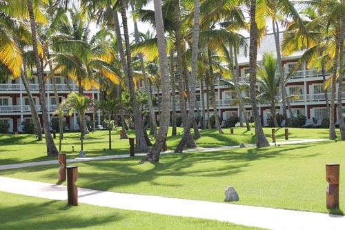 Территория отеля Barcelo Bavaro Beach в Доминикане