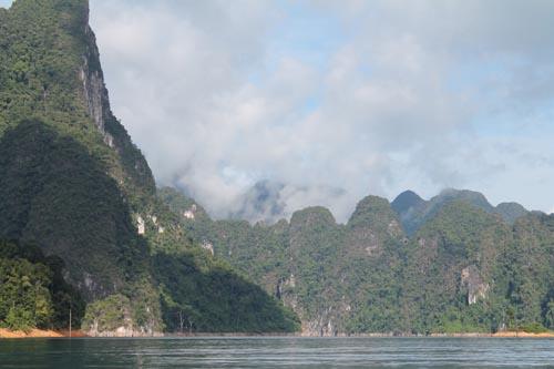 Горное озеро в Тайланде