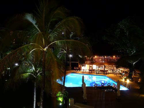 Отель Coral Strand вечером