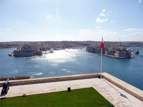 Вид на форты с верхних садов Барракка