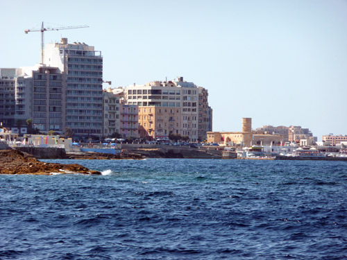 Вид на отель с моря