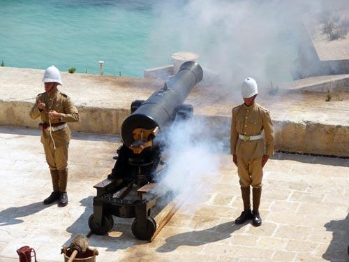 Пушечный выстрел на Мальте